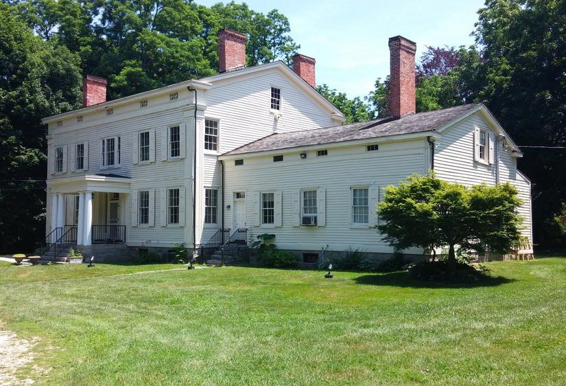 Mills Pond House
